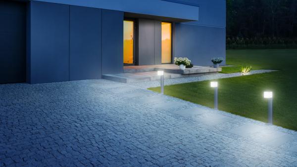 OUTDOOR SENSOR LIGHT GL 80 LED IHF SI 2 600x338 - Steinel GL 80 LED iHF Sensor Switched Outdoor Light (Silver finish)