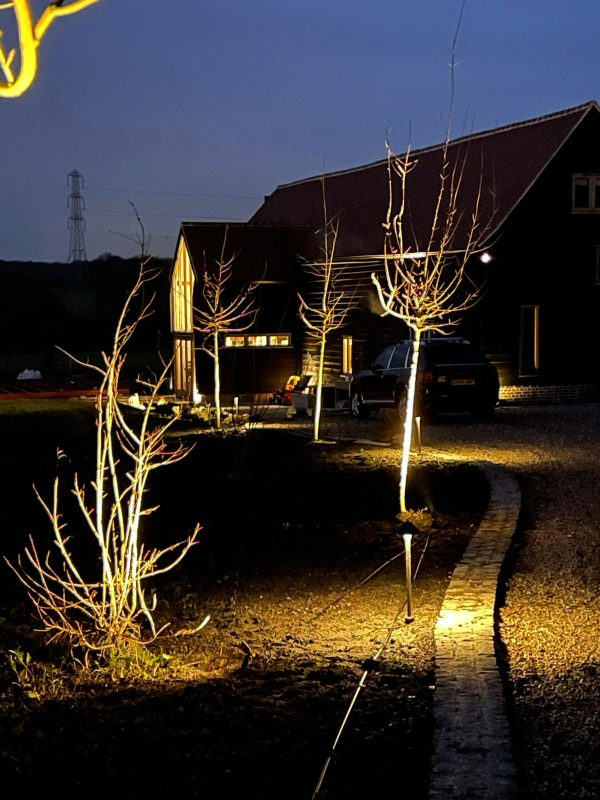 725022DB C55A 44EF 8194 376D9A636A02 600x800 - Ultimate Plug and Play outdoor lighting kit